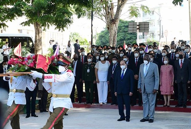 President Nguyen Xuan Phuc meets Cuban Prime Minister hinh anh 3
