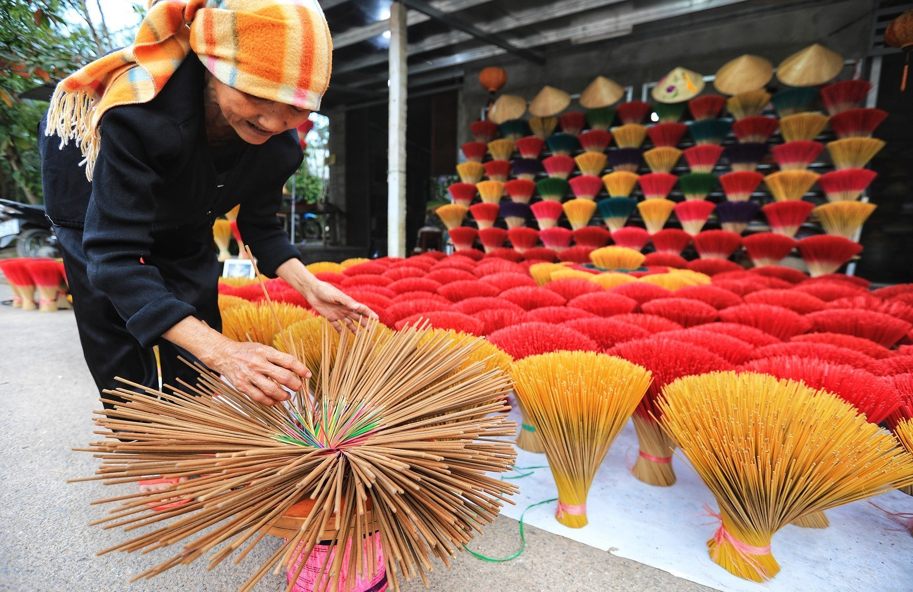 Thuy Xuan incense making village – quintessence of Vietnam hinh anh 2
