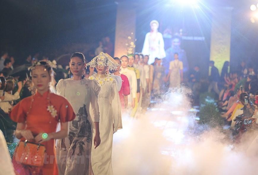 Programme honours beauty of Ao dai hinh anh 12