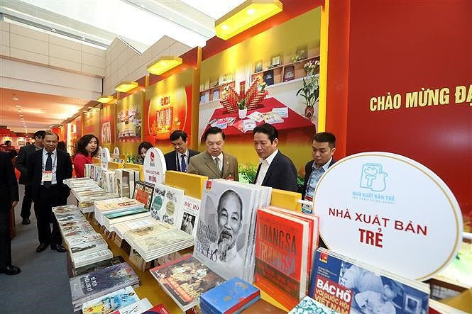 Books, newspapers on showcase to mark Party Congress hinh anh 1