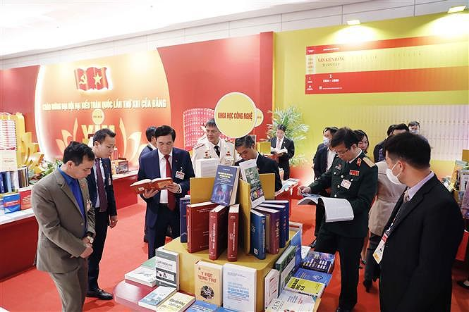 Books, newspapers on showcase to mark Party Congress hinh anh 4