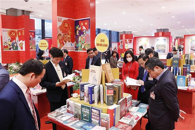 Books, newspapers on showcase to mark Party Congress hinh anh 5