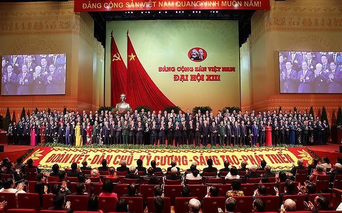 Des membres du CC du Parti du 13e mandat - Nguyen Phu Trong reelu Secretaire general du CC du Parti hinh anh 1