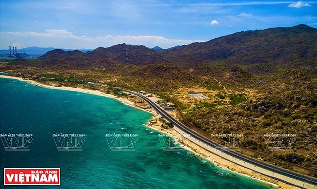 Le long de la plus belle route cotiere du Vietnam hinh anh 1