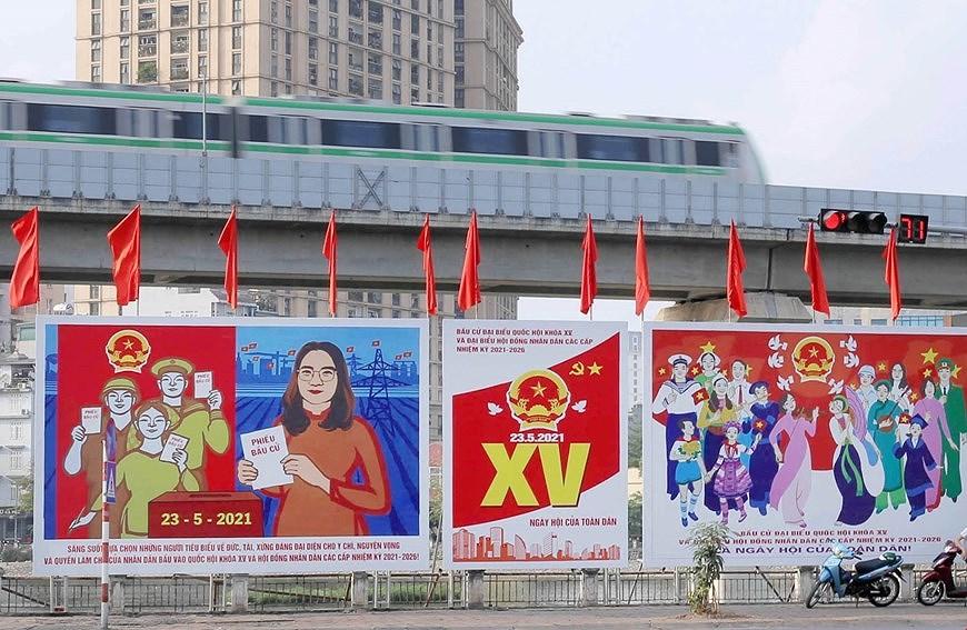 Les rues de Hanoi decorees de panneaux pour saluer les prochaines elections legislatives hinh anh 9