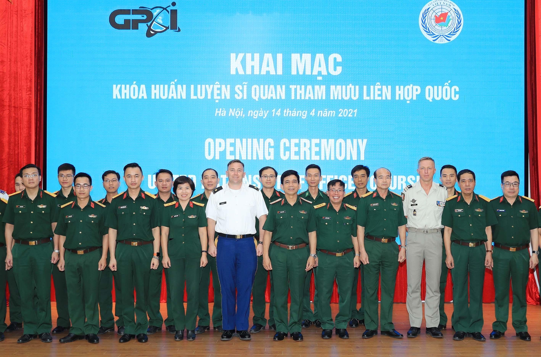 Ouverture d'un cours de formation pour les officiers d'etat-major des Nations Unies hinh anh 4