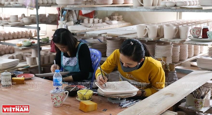 Le village de la ceramique de Bat Trang hinh anh 1