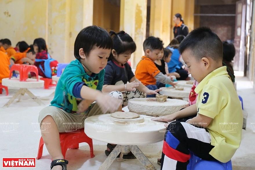 Le village de la ceramique de Bat Trang hinh anh 2