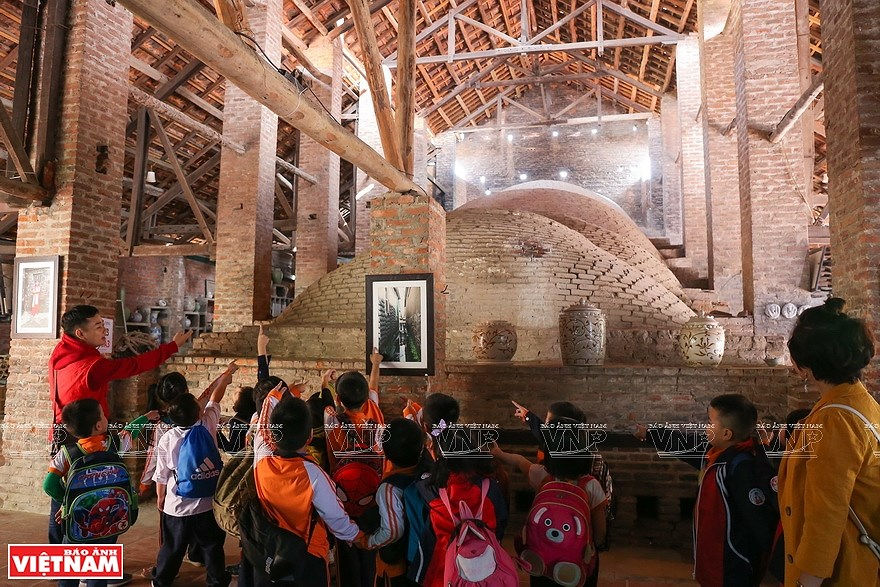 Le village de la ceramique de Bat Trang hinh anh 3