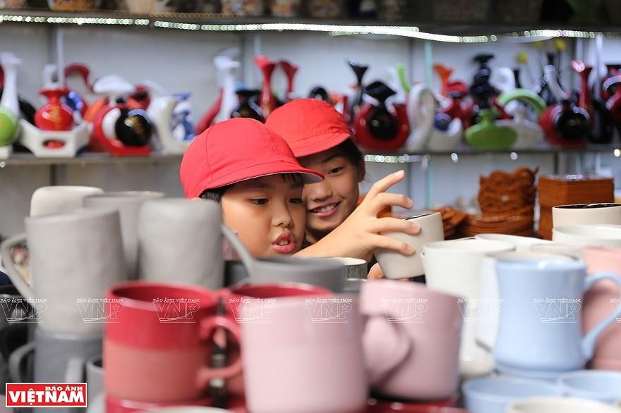 Le village de la ceramique de Bat Trang hinh anh 6