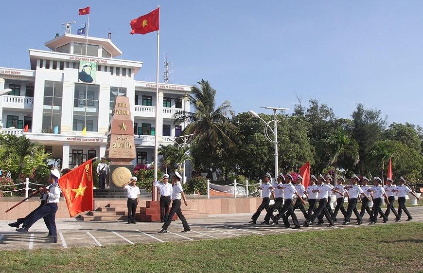Le drapeau national sacre sur l'archipel de Truong Sa (Spratleys) hinh anh 11