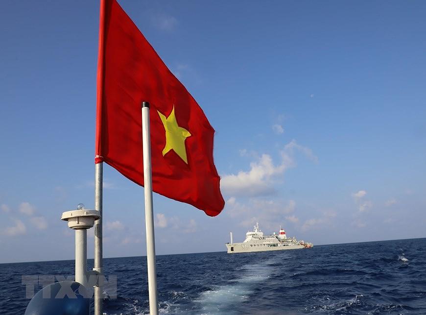 Le drapeau national sacre sur l'archipel de Truong Sa (Spratleys) hinh anh 1
