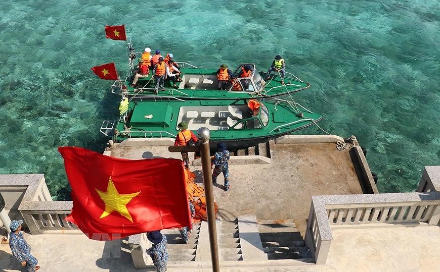 Le drapeau national sacre sur l'archipel de Truong Sa (Spratleys) hinh anh 7