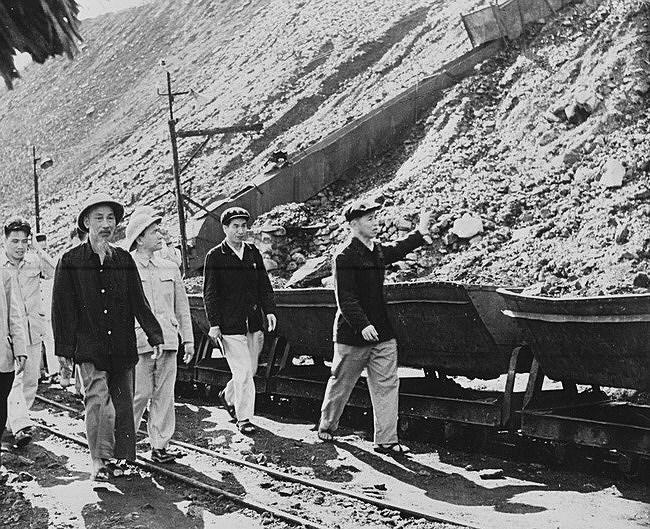 131 год со дня рождения президента Хо Ши Мина (19 мая 1890 г. - 19 мая 2021 г.): эпоха Хо Ши Мина hinh anh 14
