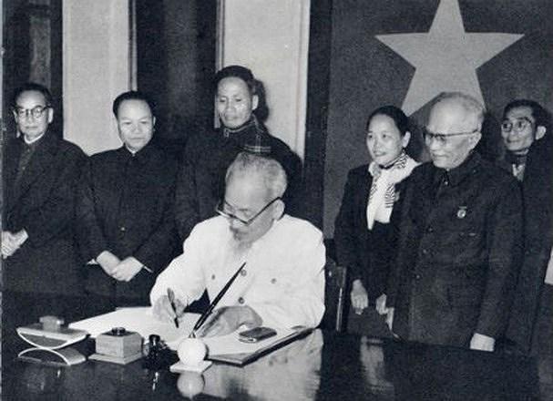 131 год со дня рождения президента Хо Ши Мина (19 мая 1890 г. - 19 мая 2021 г.): эпоха Хо Ши Мина hinh anh 15