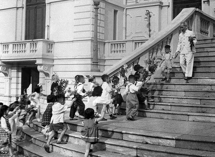 131 год со дня рождения президента Хо Ши Мина (19 мая 1890 г. - 19 мая 2021 г.): эпоха Хо Ши Мина hinh anh 16