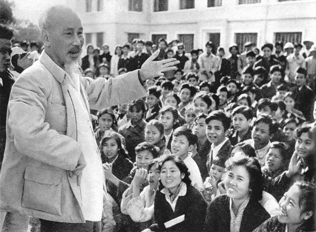 131 год со дня рождения президента Хо Ши Мина (19 мая 1890 г. - 19 мая 2021 г.): эпоха Хо Ши Мина hinh anh 17