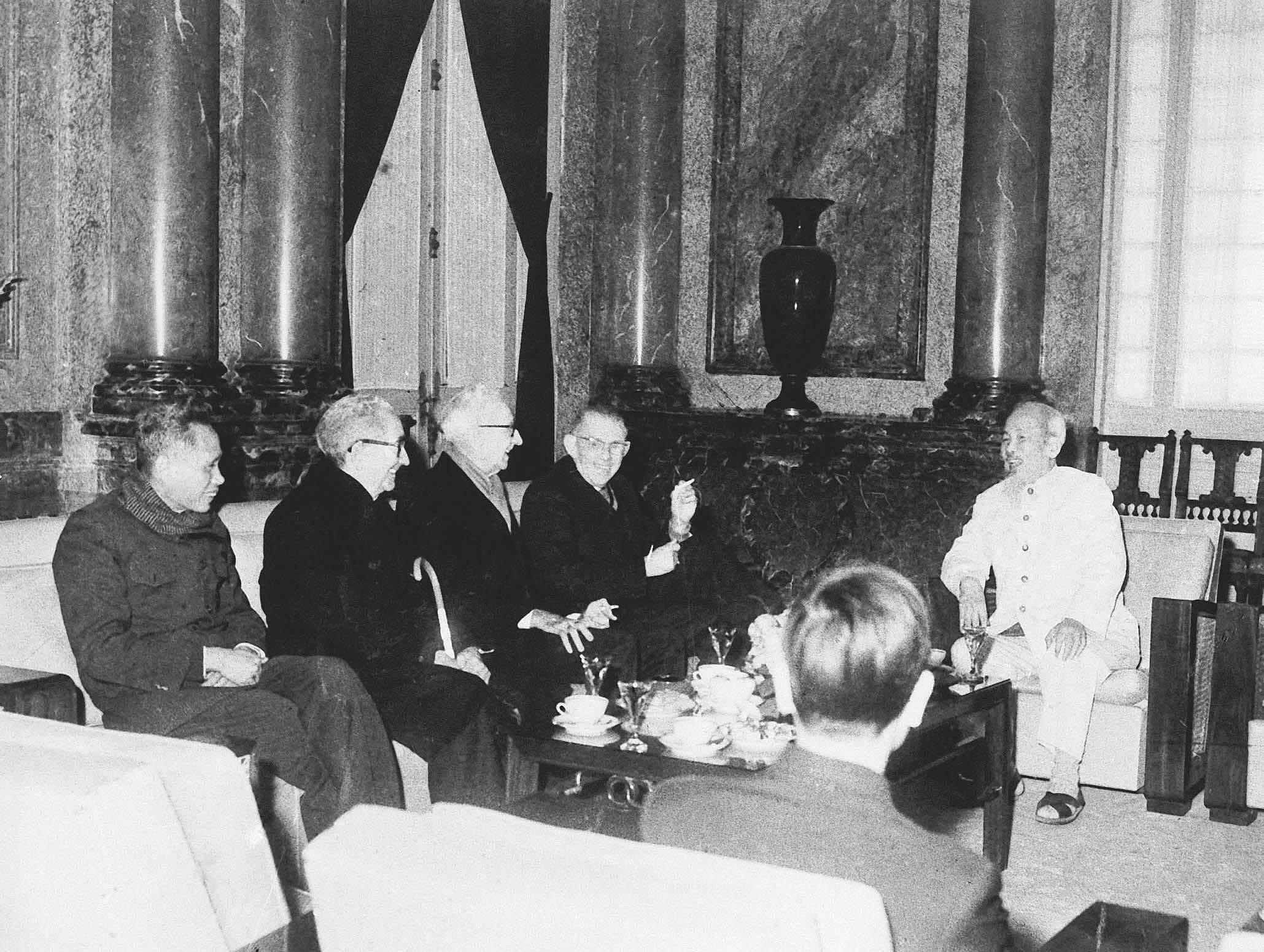 131 год со дня рождения президента Хо Ши Мина (19 мая 1890 г. - 19 мая 2021 г.): эпоха Хо Ши Мина hinh anh 19