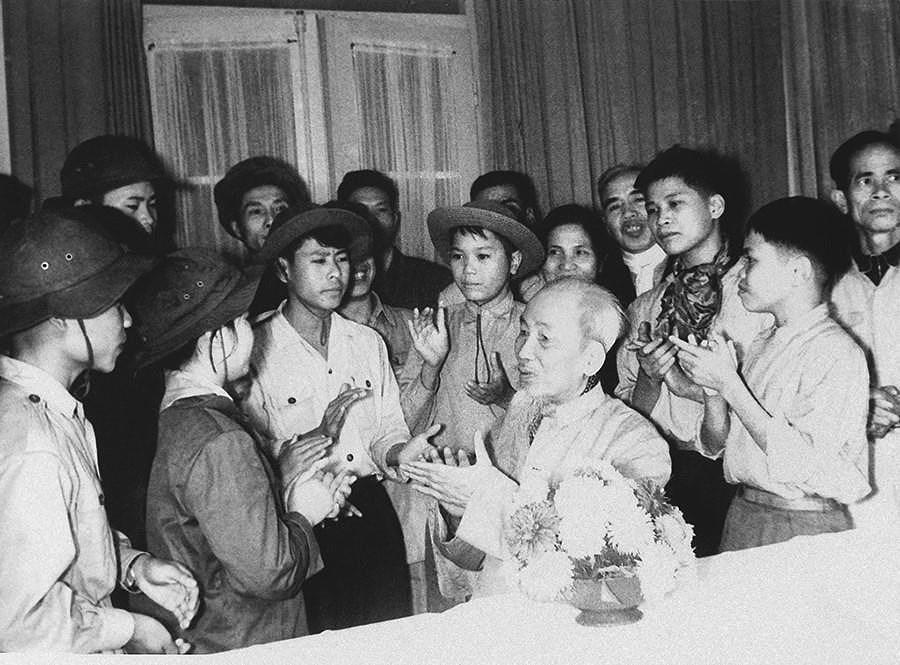131 год со дня рождения президента Хо Ши Мина (19 мая 1890 г. - 19 мая 2021 г.): эпоха Хо Ши Мина hinh anh 22