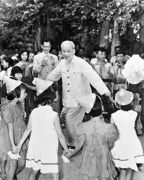 Президент Хо Ши Мин: самыи уважаемыи дядя для детеи hinh anh 10