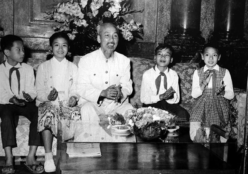 Президент Хо Ши Мин: самыи уважаемыи дядя для детеи hinh anh 2