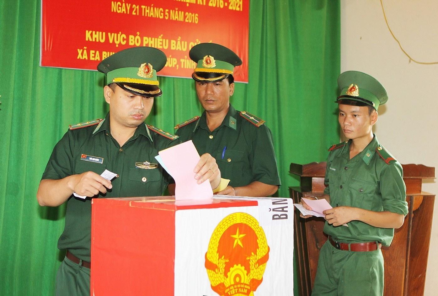 Выборы депутатов Национального Собрания и депутатов Народных Советов всех уровнеи - Всенародныи праздник hinh anh 3