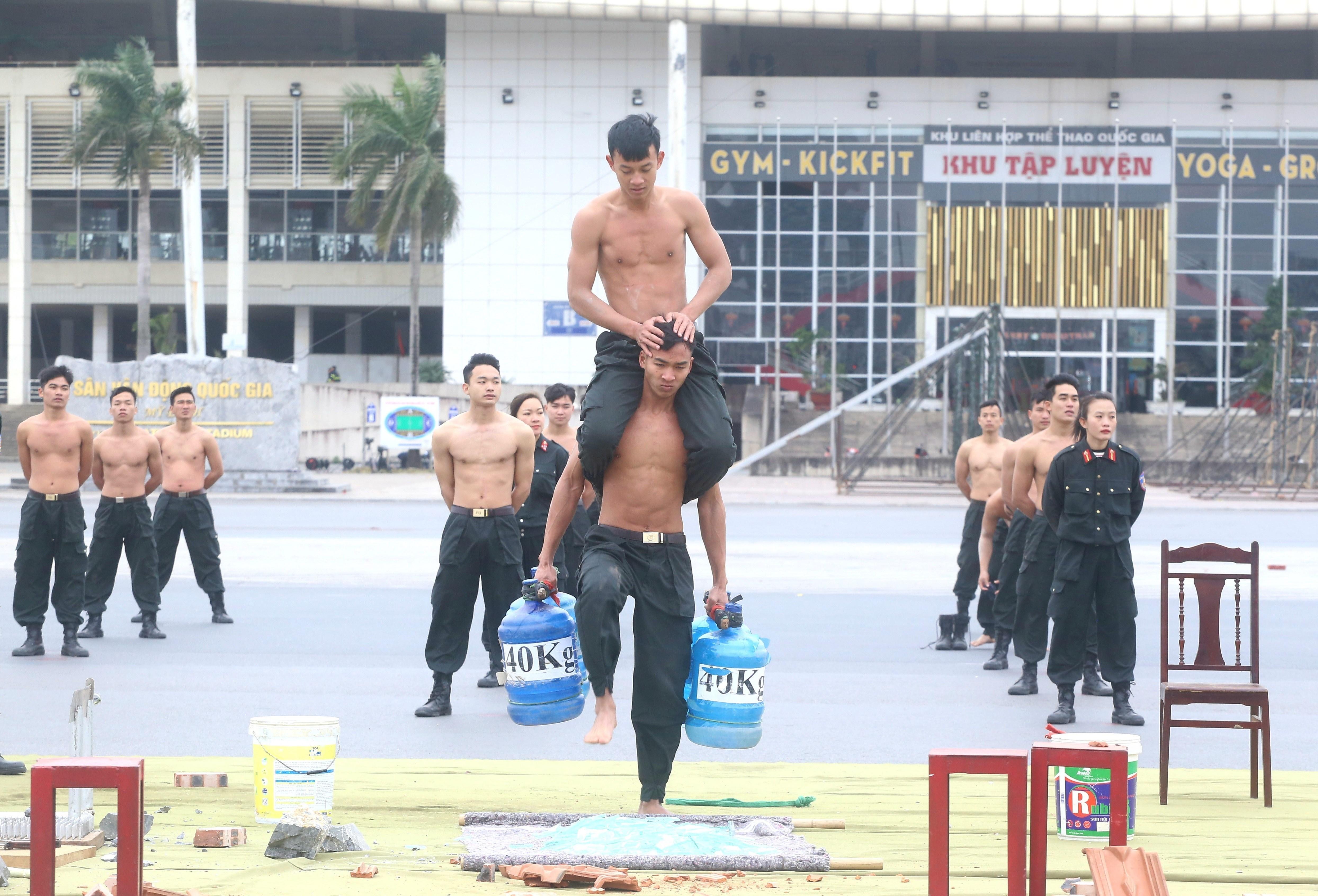Tong duyet Le xuat quan va dien tap phuong an bao ve Dai hoi Dang hinh anh 3