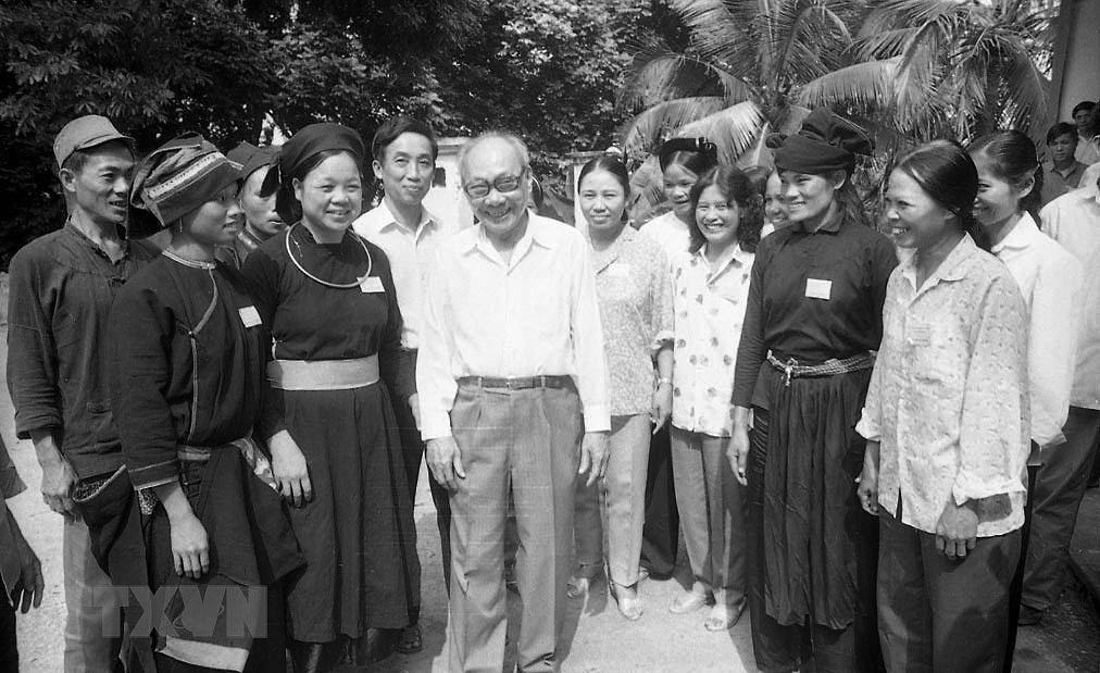 Dai hoi lan thu VI cua Dang: Khoi xuong va lanh dao su nghiep doi moi hinh anh 24