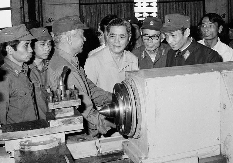 Dai hoi lan thu VI cua Dang: Khoi xuong va lanh dao su nghiep doi moi hinh anh 5