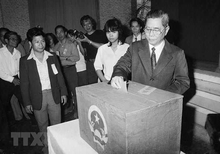 Dai hoi lan thu VI cua Dang: Khoi xuong va lanh dao su nghiep doi moi hinh anh 6