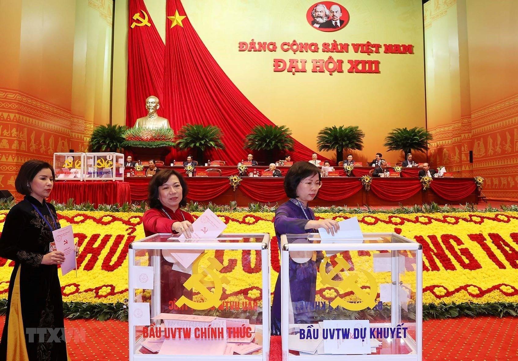 Chùm ảnh: Bỏ phiếu bầu Ban Chấp hành Trung ương khóa XIII ảnh 5