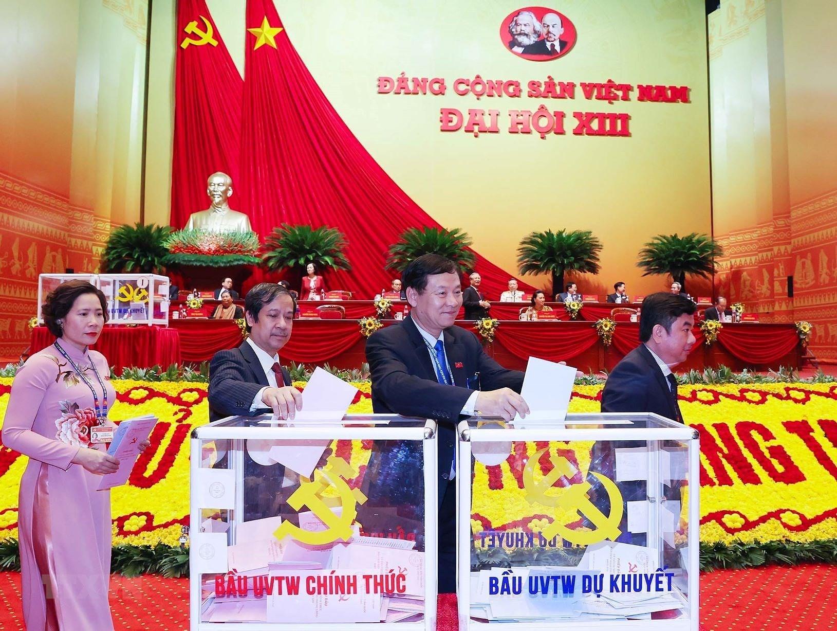 Chùm ảnh: Bỏ phiếu bầu Ban Chấp hành Trung ương khóa XIII ảnh 3