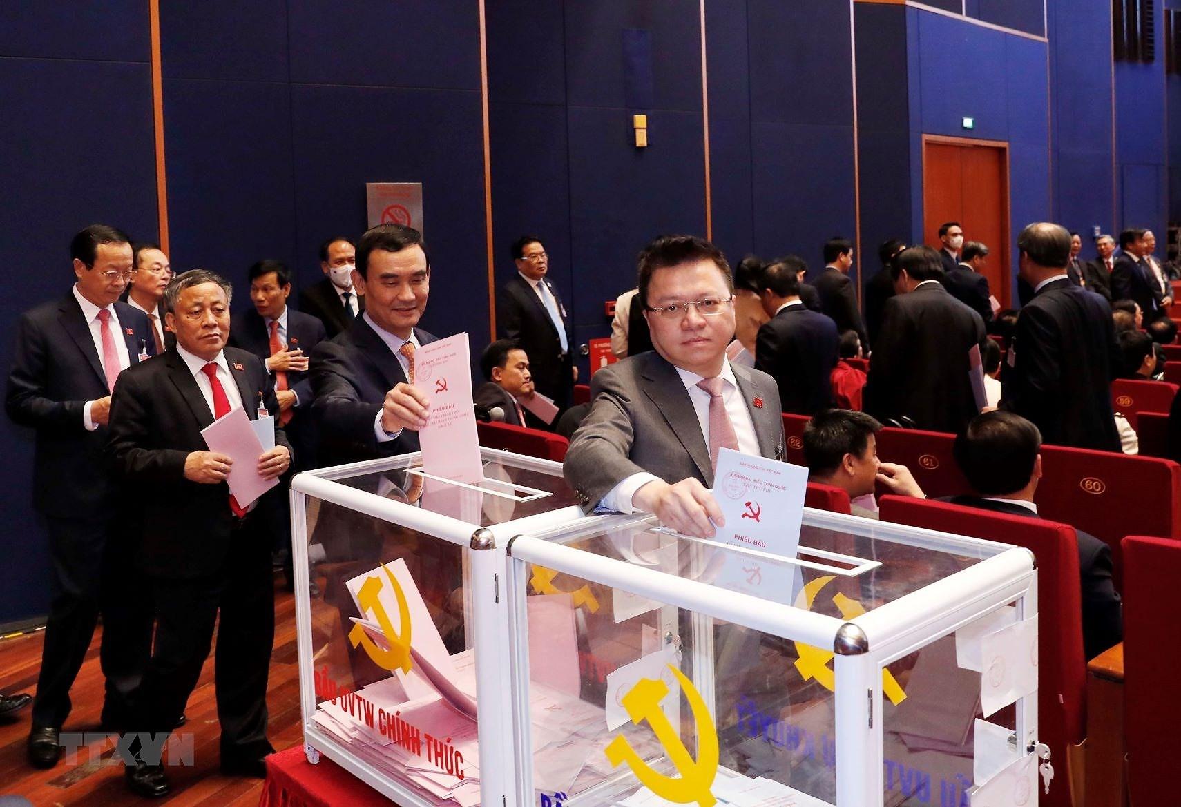 Chùm ảnh: Bỏ phiếu bầu Ban Chấp hành Trung ương khóa XIII ảnh 4