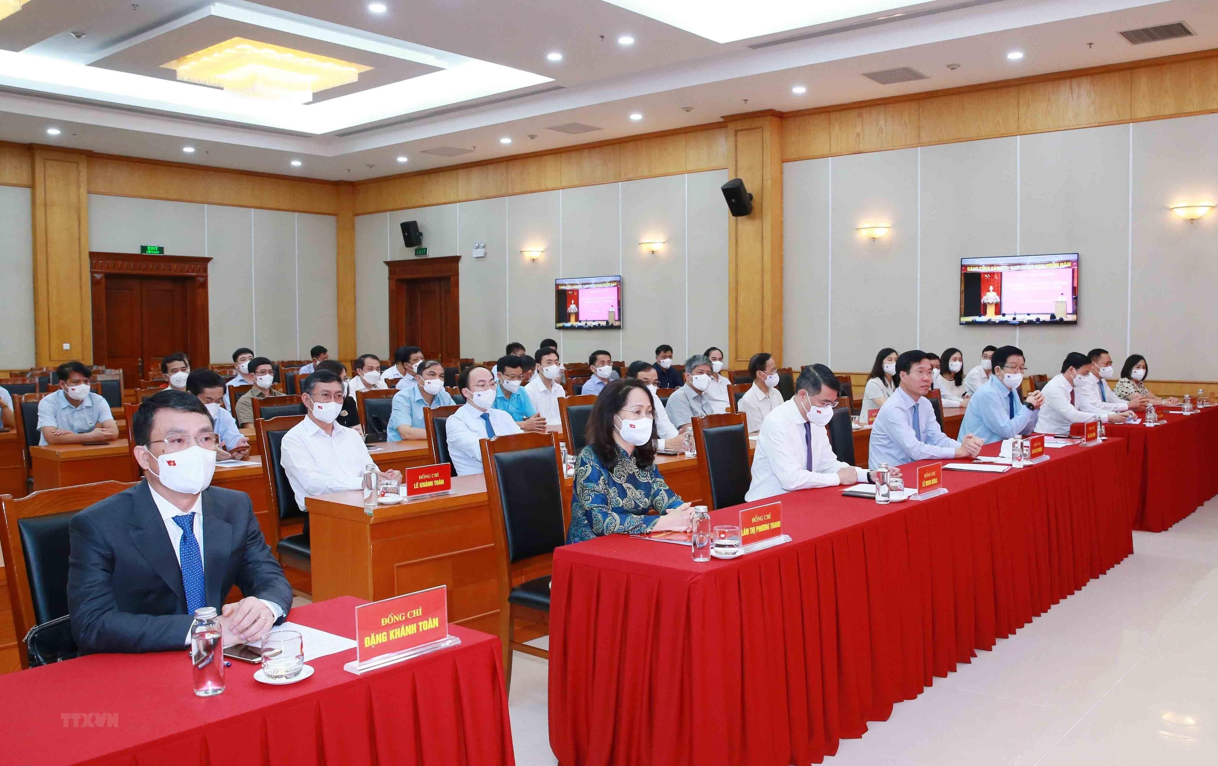 [Photo] Trao quyet dinh bo nhiem Pho Chanh Van phong Trung uong Dang hinh anh 6