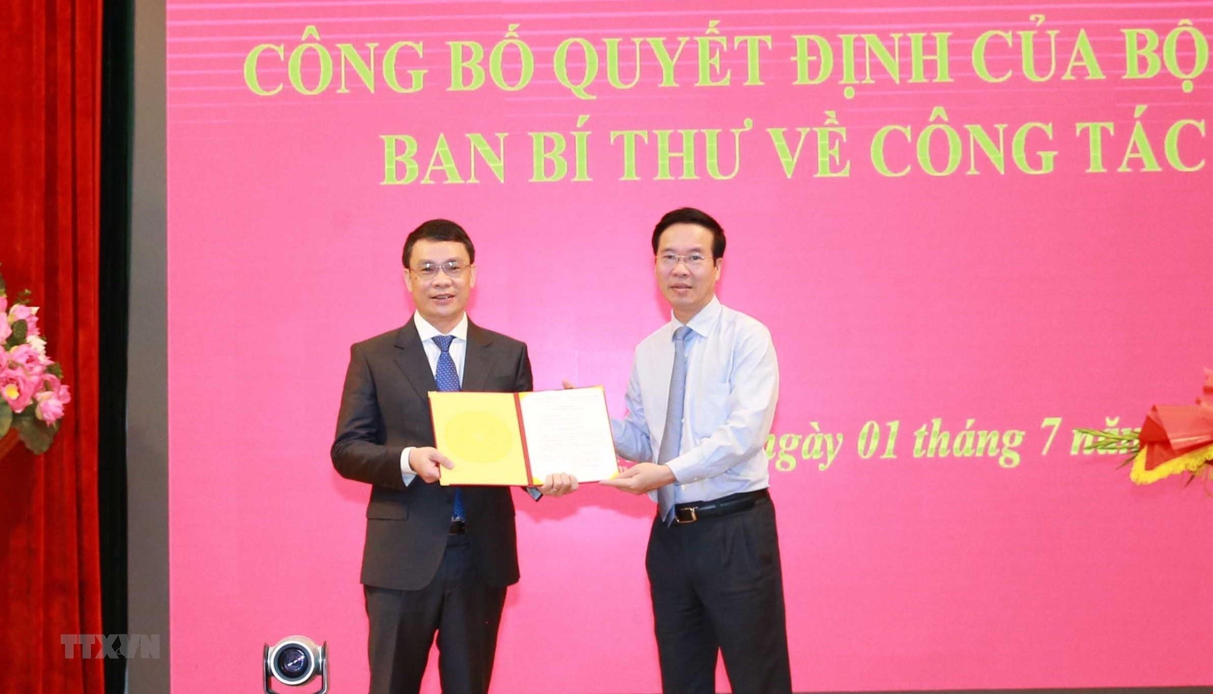 [Photo] Trao quyet dinh bo nhiem Pho Chanh Van phong Trung uong Dang hinh anh 4