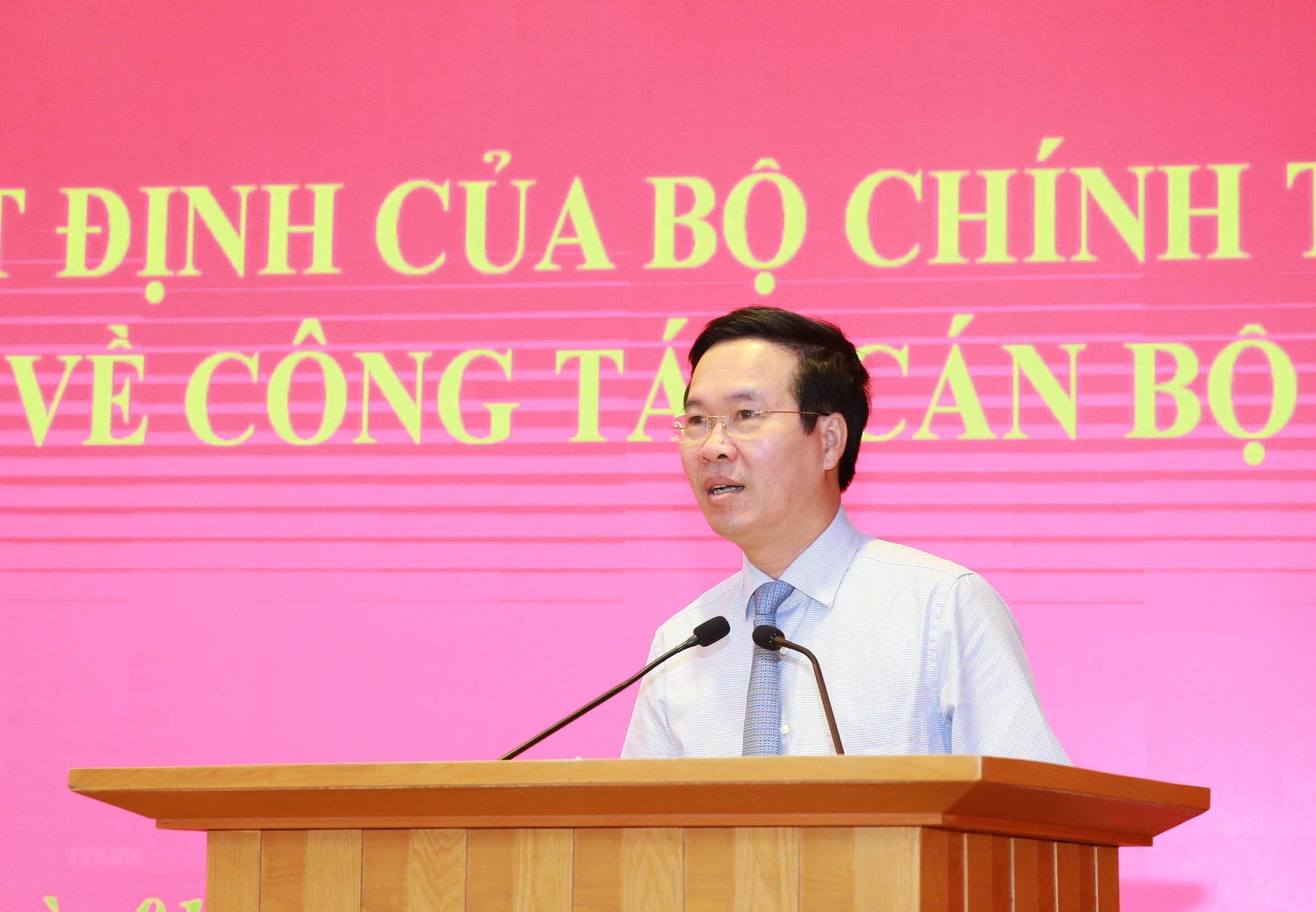 [Photo] Trao quyet dinh bo nhiem Pho Chanh Van phong Trung uong Dang hinh anh 3