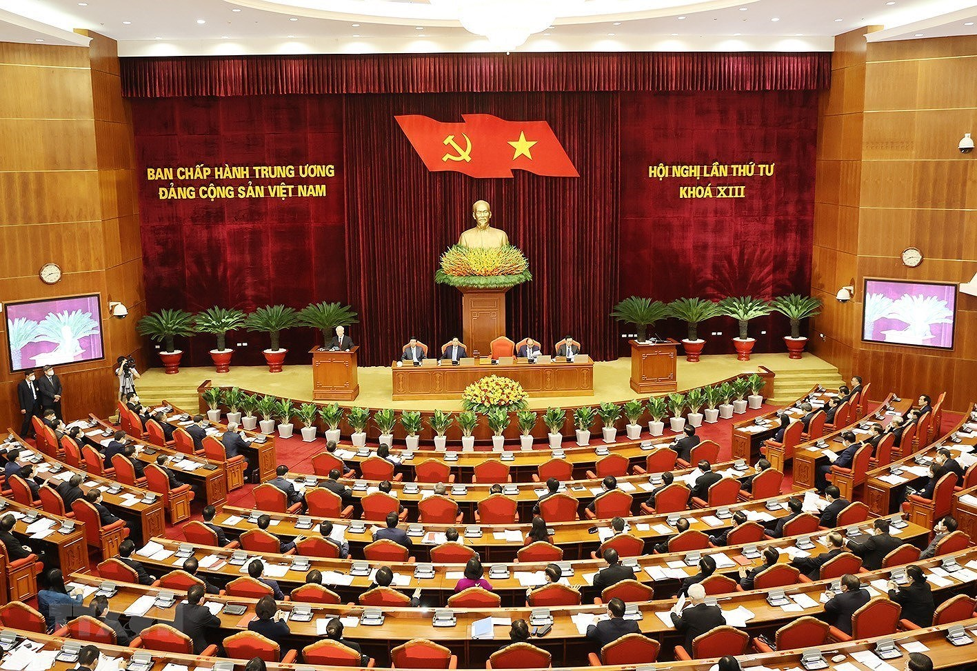 [Photo] Hoi nghi lan thu tu Ban Chap hanh Trung uong Dang khoa XIII hinh anh 4