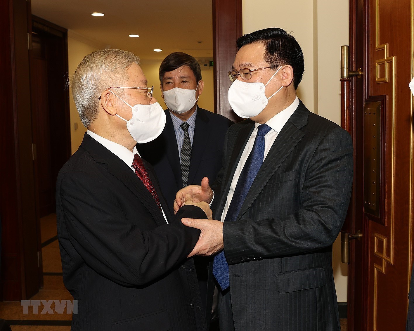 [Photo] Hoi nghi lan thu tu Ban Chap hanh Trung uong Dang khoa XIII hinh anh 6