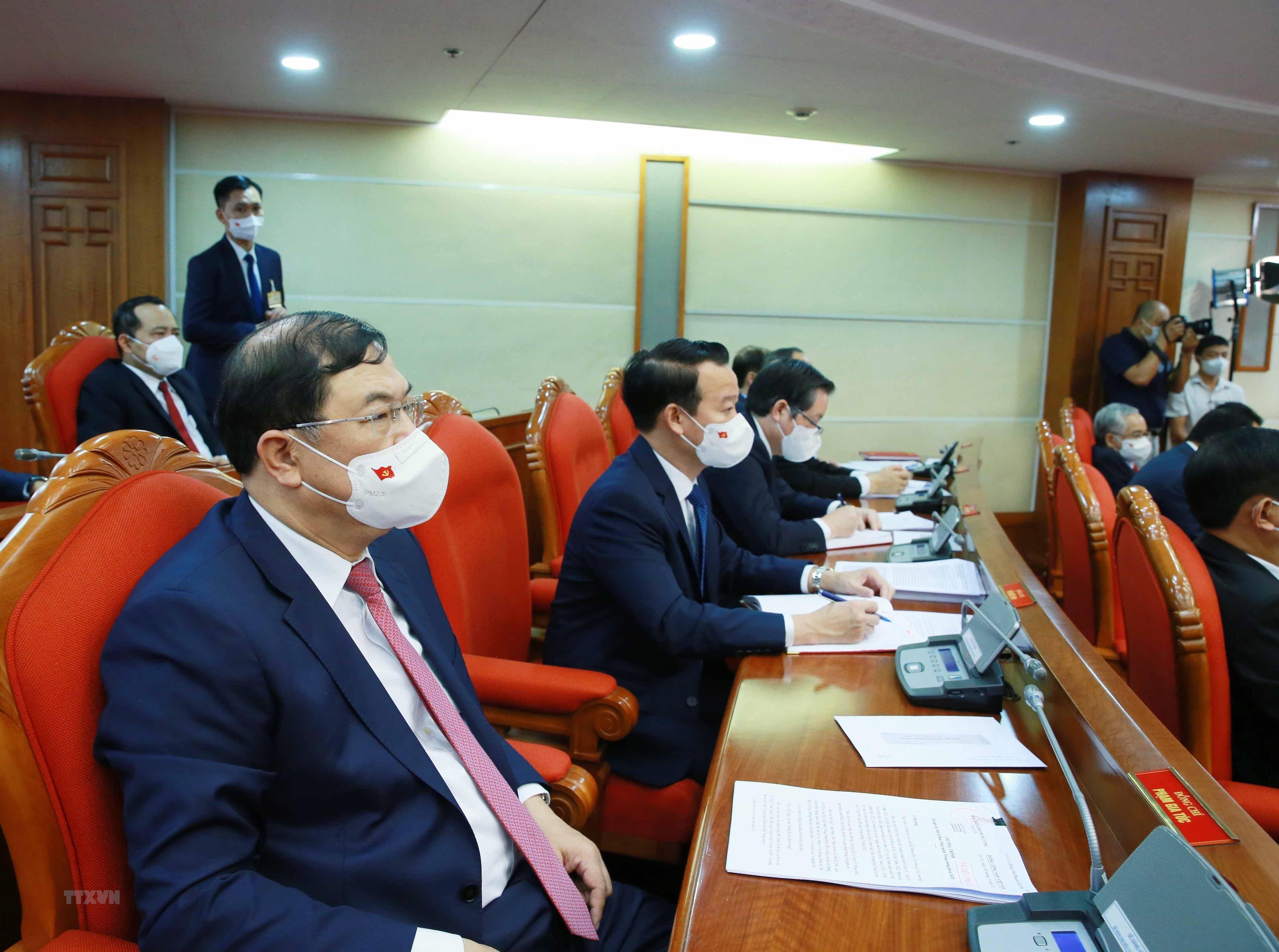 [Photo] Hoi nghi lan thu tu Ban Chap hanh Trung uong Dang khoa XIII hinh anh 17