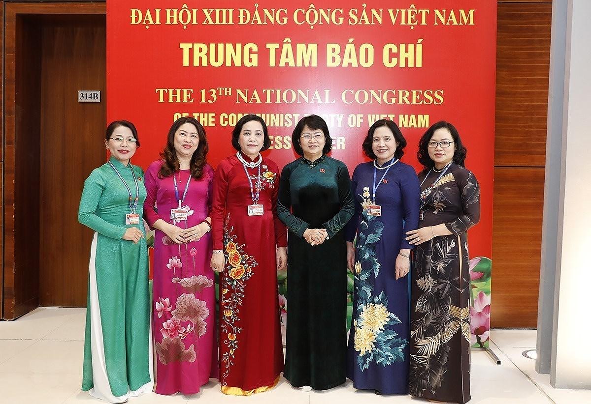 [Photo] 222 dai bieu nu tham du Dai hoi lan thu XIII cua Dang hinh anh 1