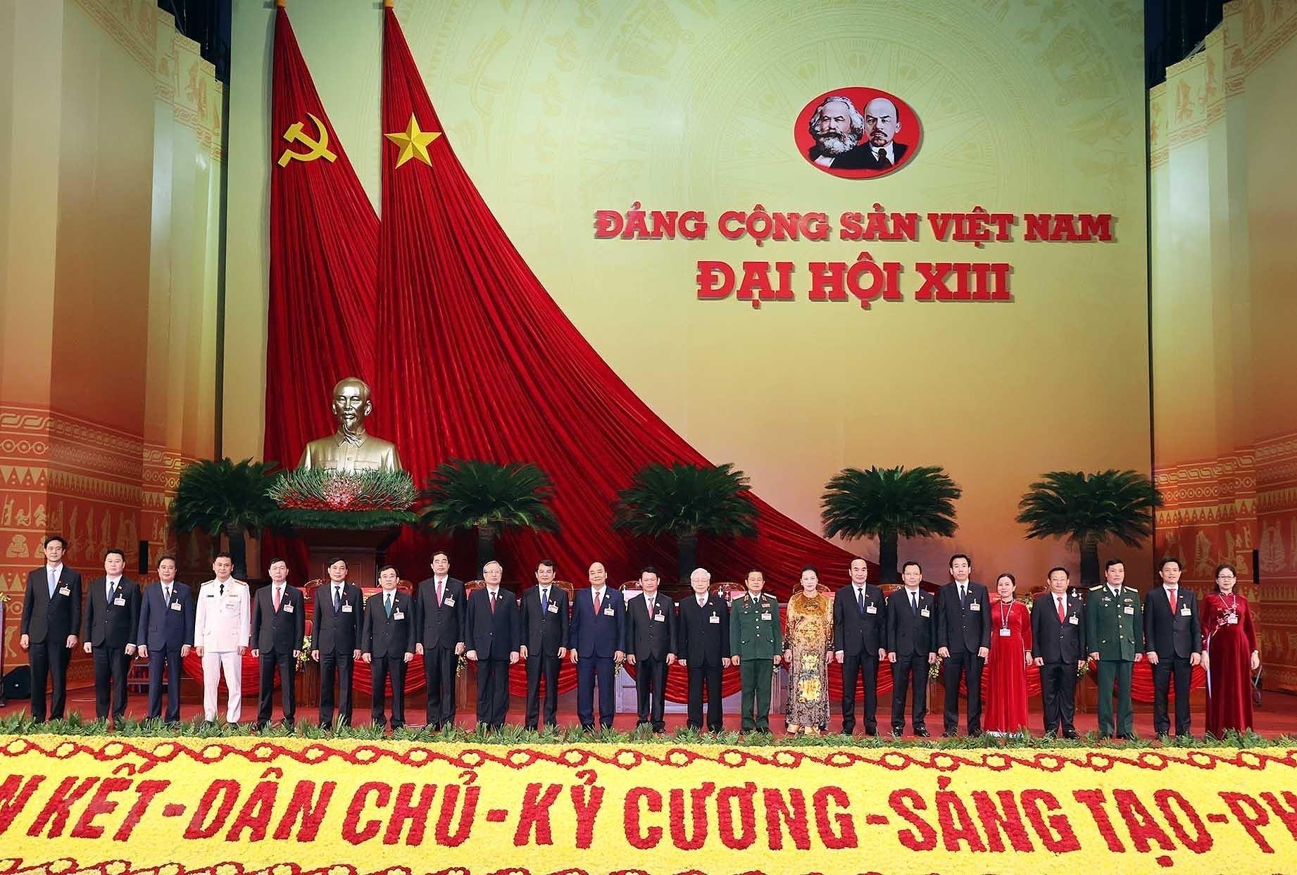 [Photo] Ngay lam viec thu nam Dai hoi lan thu XIII cua Dang hinh anh 14