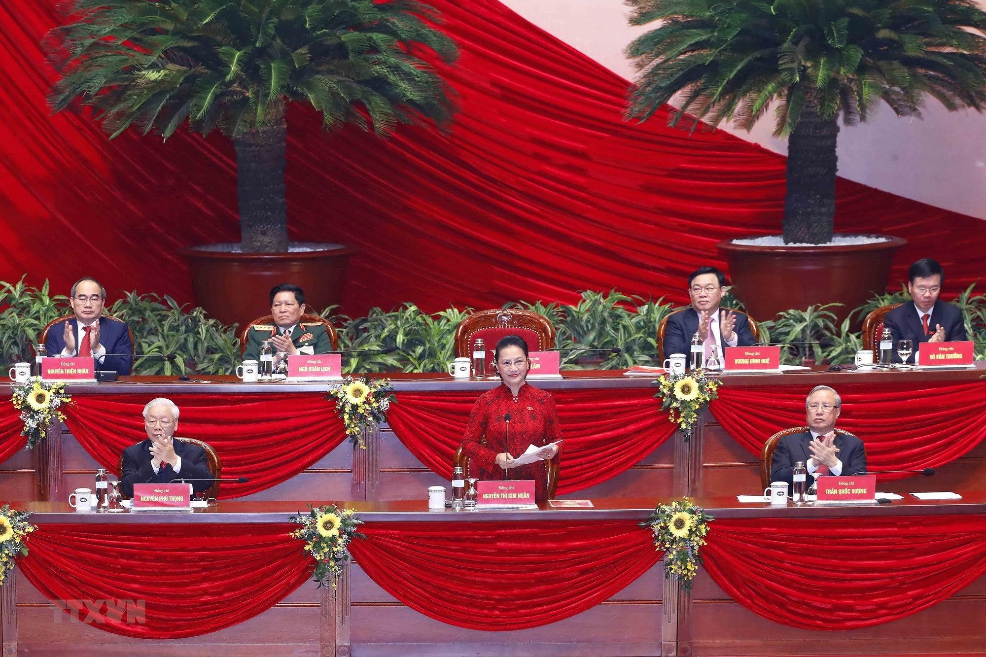 [Photo] Ban Chap hanh Trung uong Dang khoa XIII ra mat Dai hoi hinh anh 1