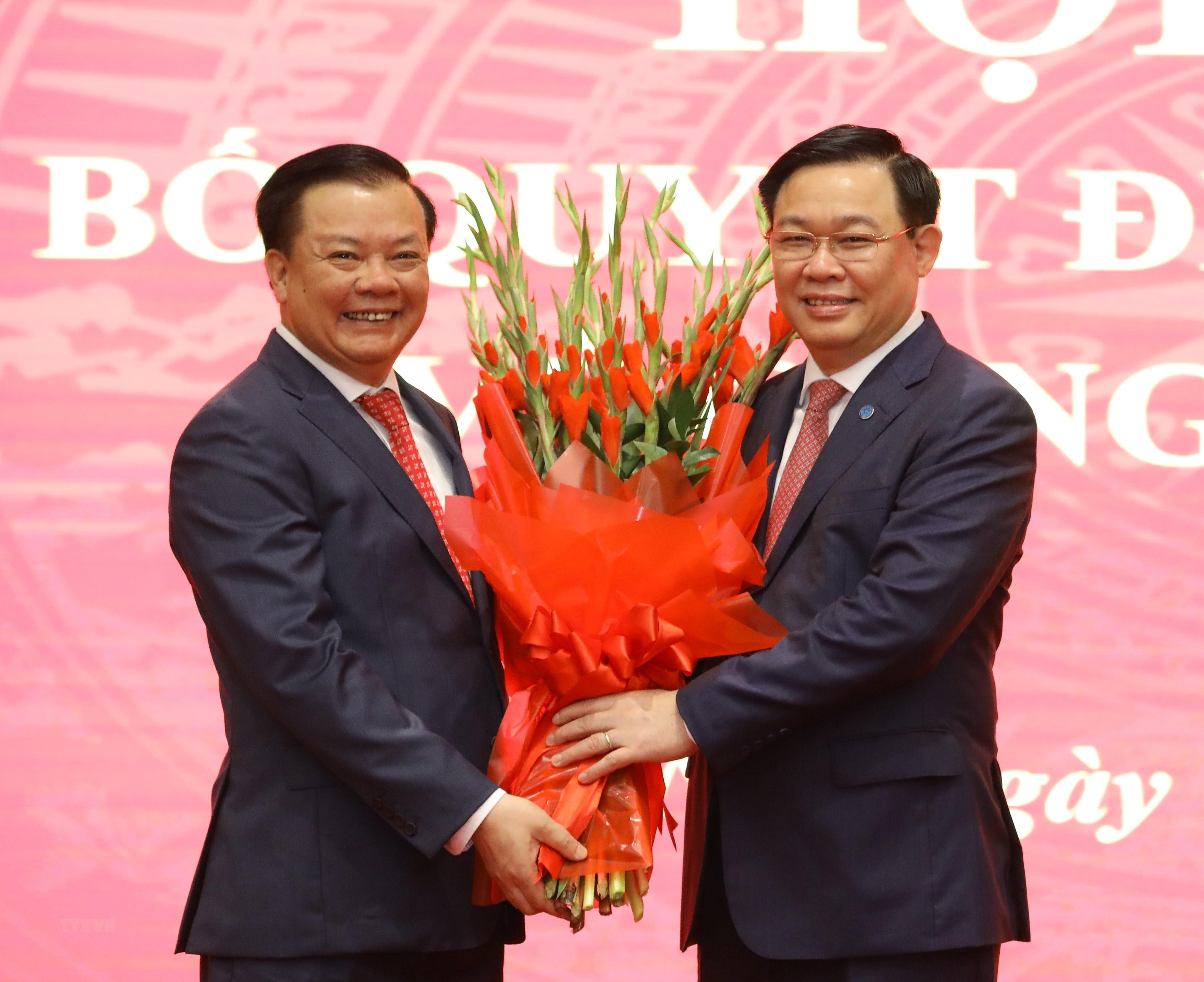 [Photo] Dong chi Dinh Tien Dung giu chuc Bi thu Thanh uy Ha Noi hinh anh 11