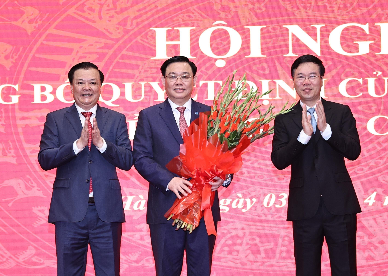 [Photo] Dong chi Dinh Tien Dung giu chuc Bi thu Thanh uy Ha Noi hinh anh 6