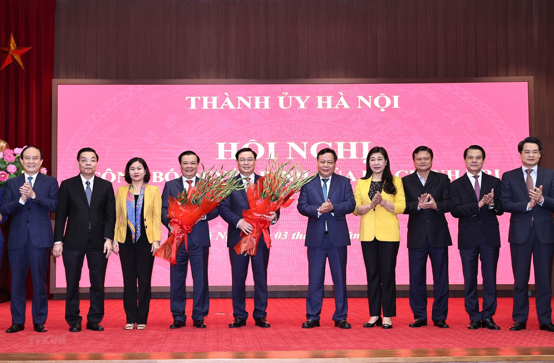 [Photo] Dong chi Dinh Tien Dung giu chuc Bi thu Thanh uy Ha Noi hinh anh 7