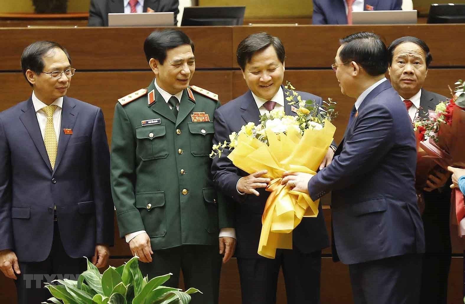 Quoc hoi phe chuan de nghi bo nhiem mot so Pho Thu tuong, Bo truong hinh anh 16