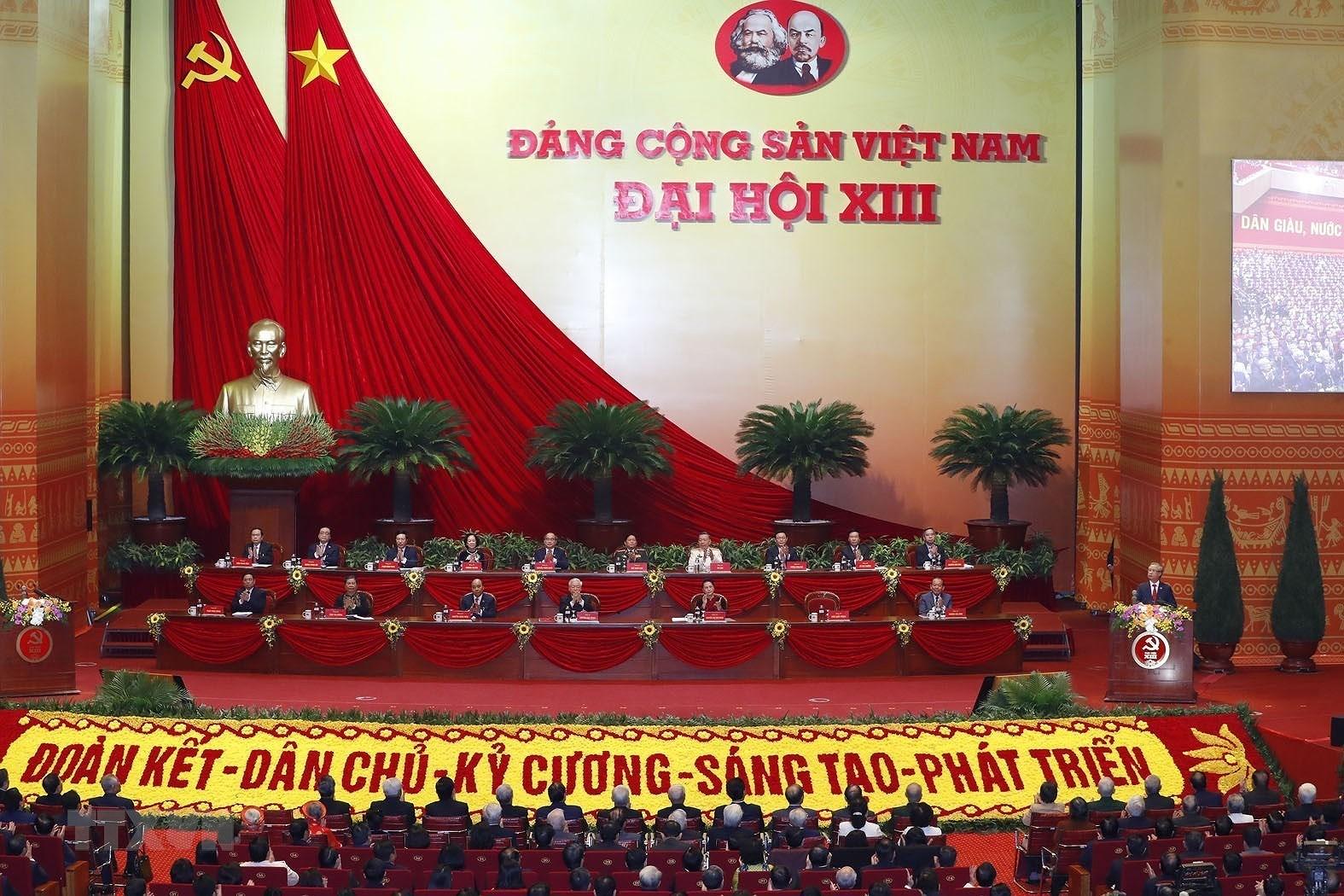 Doan Chu tich Dai hoi dai bieu toan quoc lan thu XIII cua Dang hinh anh 1