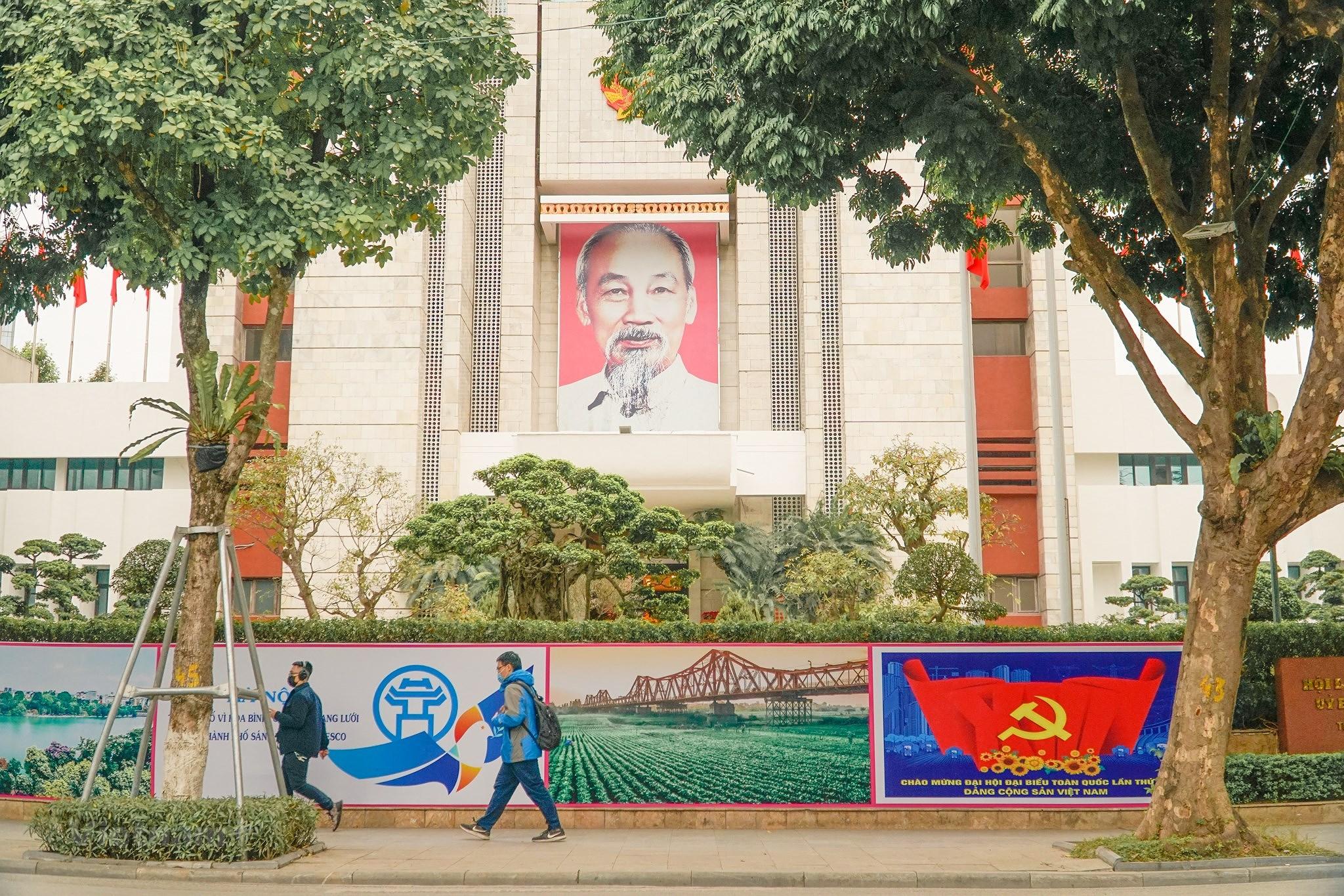 [Photo] Pho phuong Thu do trang hoang chao mung Dai hoi Dang XIII hinh anh 4