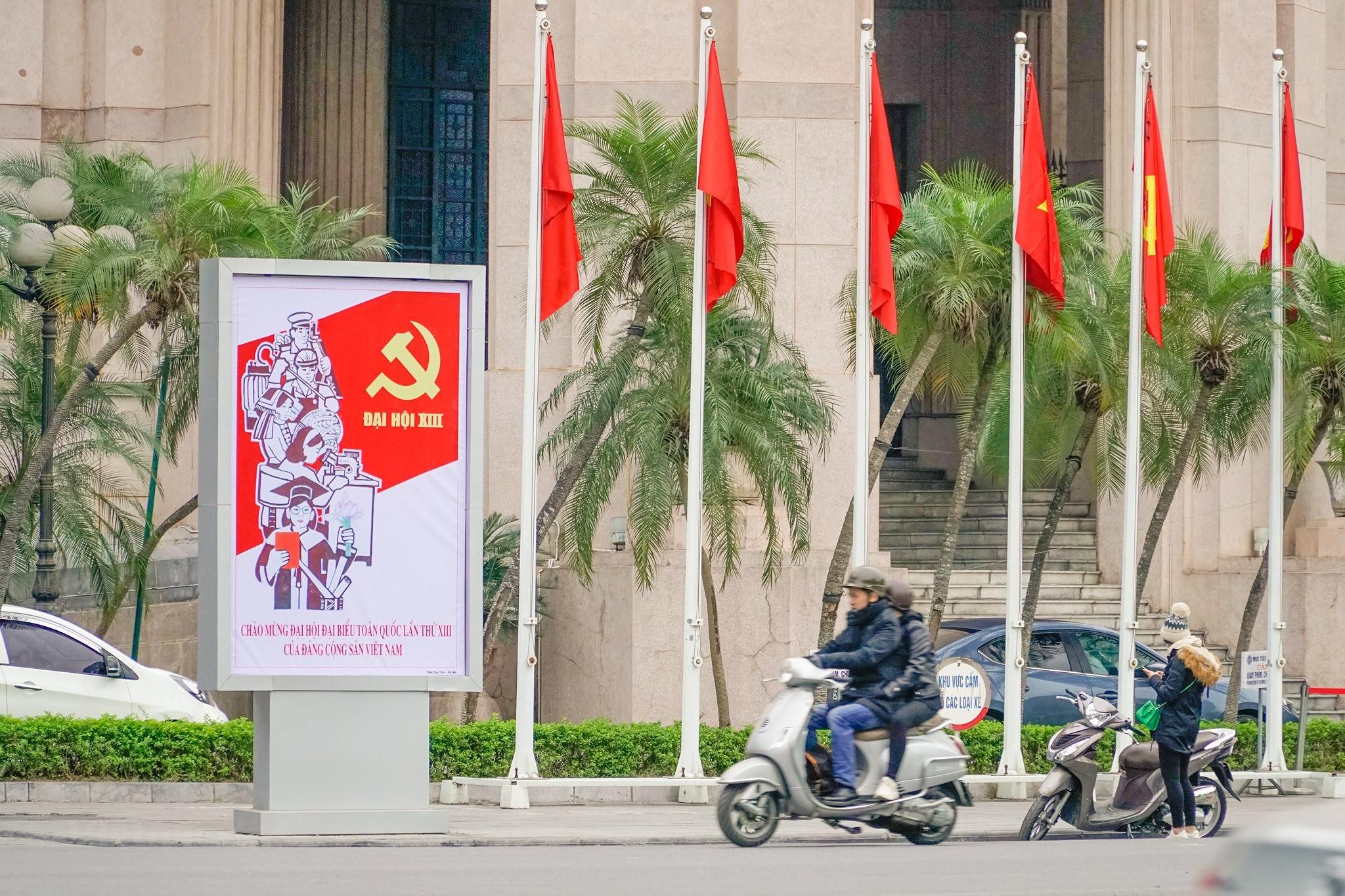 [Photo] Pho phuong Thu do trang hoang chao mung Dai hoi Dang XIII hinh anh 8