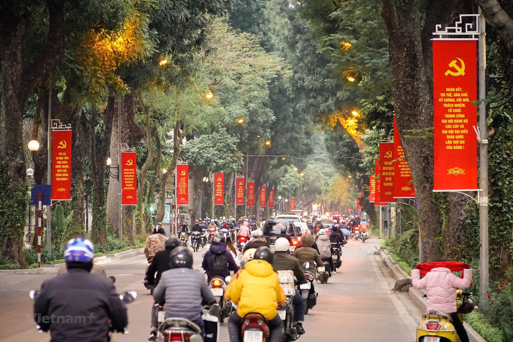 [Photo] Pho phuong Thu do trang hoang chao mung Dai hoi Dang XIII hinh anh 6